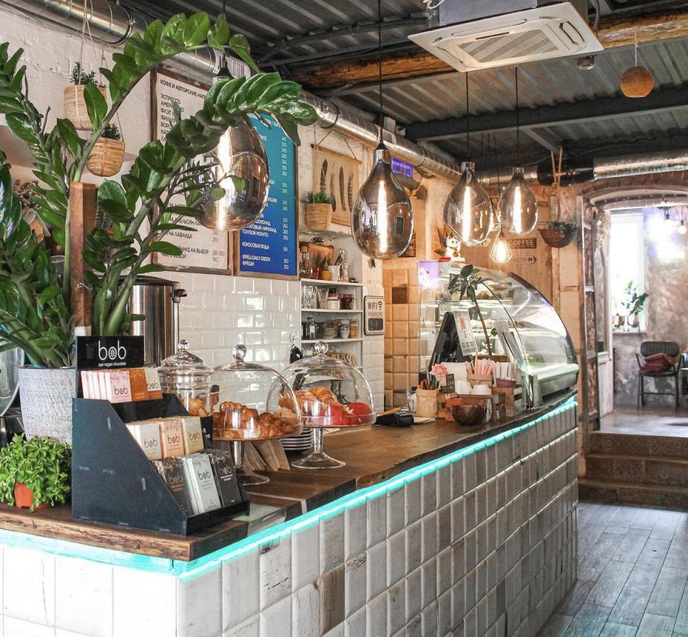 Город: Москва<br/>Заведение: CAFE DAILY GREEN<br/>ставка: 200-260 руб./ час в зависимости от уровня квалификации руб/ч